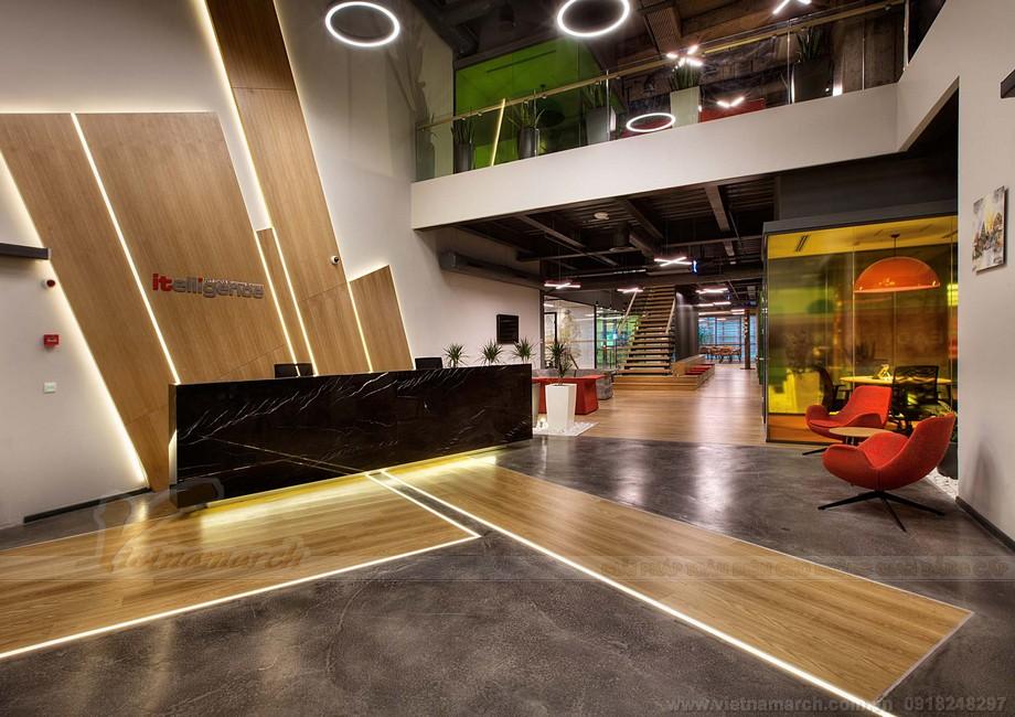 Không gian sảnh tiếp khách với quầy lễ tân ấn tượng trong khu vực tiếp khách của văn phòng lớn