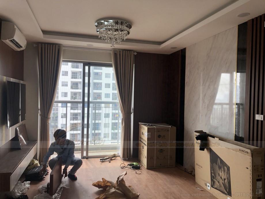 Thiết kế nội thất hiện đại hoàn toàn phù hợp với phong cách thiết kế mẫu bàn thờ treo tại chung cư này.