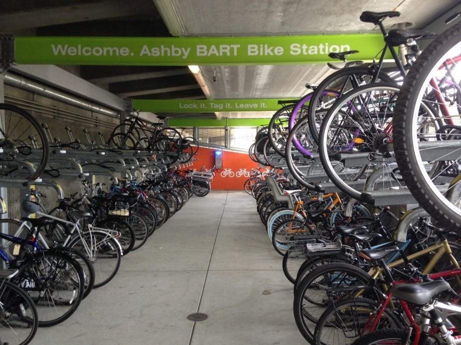 Bãi đỗ xe đạp thông minh với hệ thống kiểm soát ra vào cửa