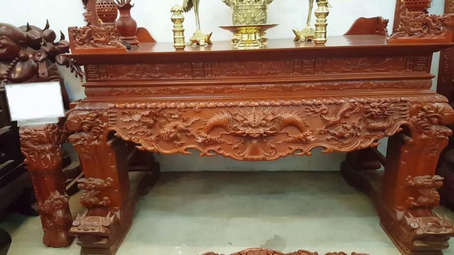 Bàn thờ hổ phù được làm từ chất liệu gỗ tự nhiên
