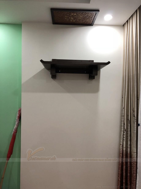 Lắp đặt bàn thờ và tấm chắn ám khói màu óc chó sang trọng Bàn thờ được lựa chọn: BTT 04