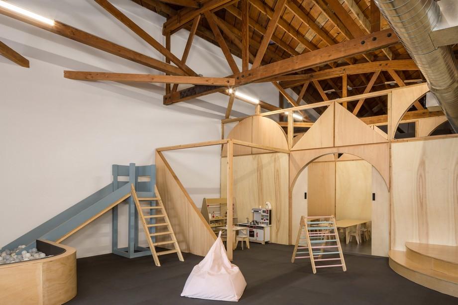 Mô hình không gian làm việc chung co-working space giúp ba mẹ có thể mang con tới chỗ làm