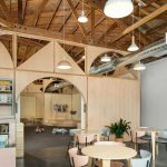 Không gian làm việc chung đẹp như cổ tích giúp ba mẹ có thể mang con tới chỗ làm
