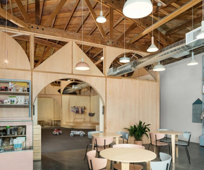 không gian làm việc chung với chăm sóc trẻ em ở California