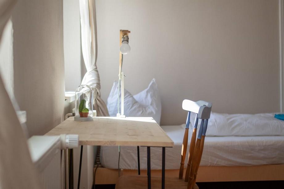Không gian phòng với nội thất đơn giản
