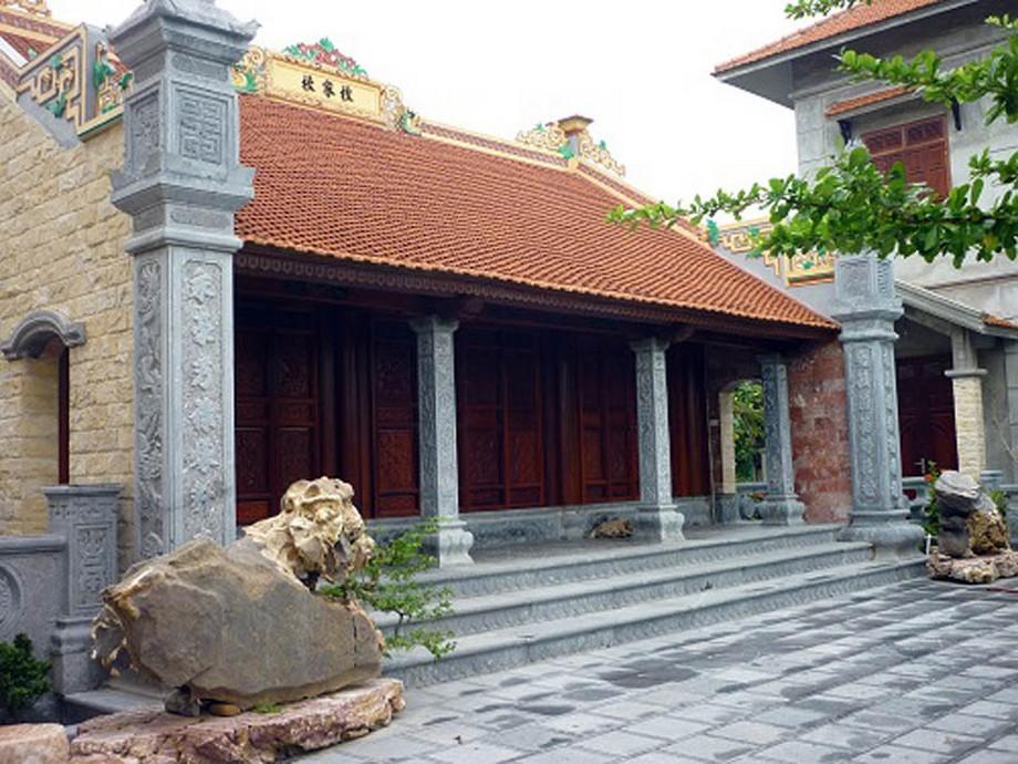 Mẫu nhà thờ họ bằng gỗ lim với nhiều nét hoa văn độc đáo. Gỗ lim là loại gỗ rất được ưa chuộng dùng để xây dựng nhà thờ họ cùng nhiều công trình xây dựng khác