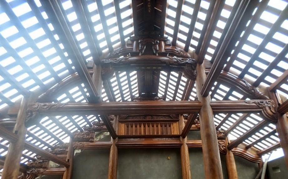 Mẫu nhà thờ họ bằng gỗ lim 5 gian đẹp với cột trụ chắc chắn