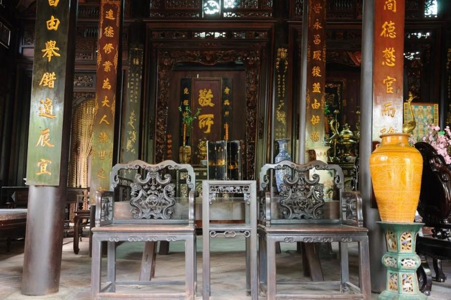 Gỗ lim là loại gỗ rất được ưa chuộng dùng để xây dựng nhà thờ họ