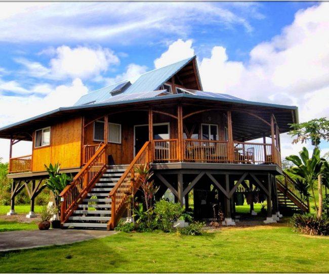 một trong những căn nhà gỗ đẹp nhất Đông Nam Á với lối kiến trúc thiết kế lạ mắt giống một căn nhà sàn hình tròn nhưng hiện đại, trẻ trung