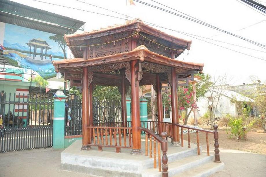 Nhà gỗ lục giác được làm bằng gỗ tự nhiên