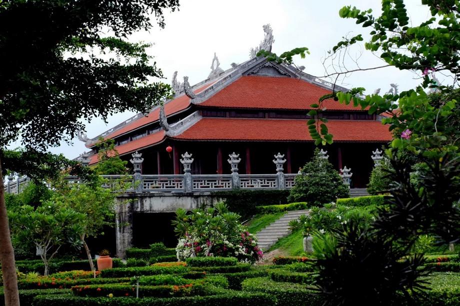 đền thờ phương nam linh từ