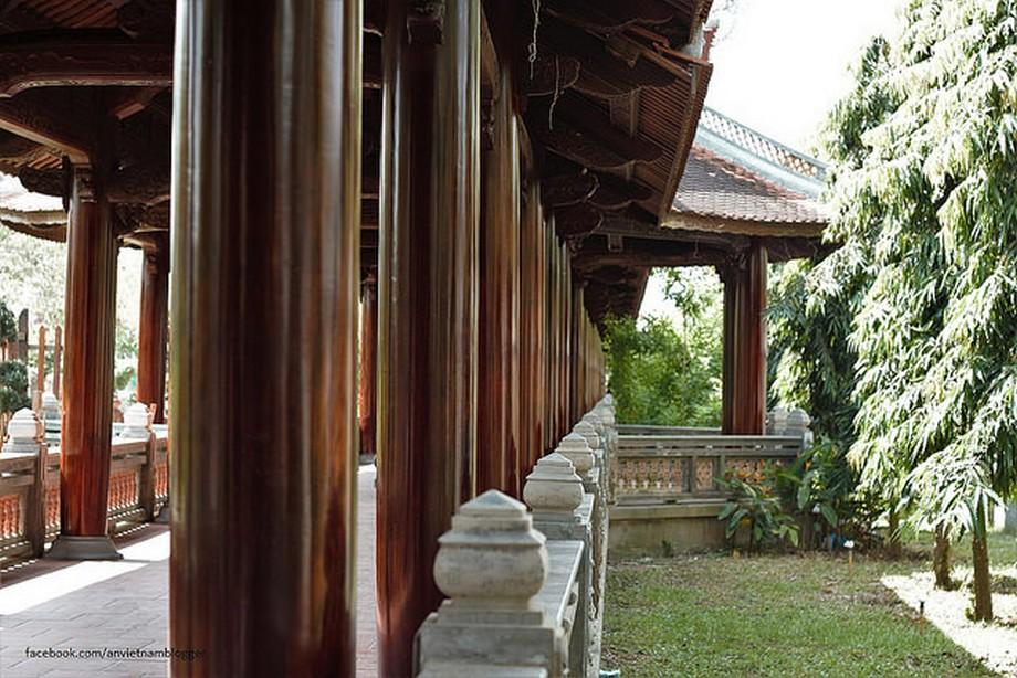 dãy trường lang trong Nhà thờ họ Đặng ở Lấp Vò - Đồng Tháp