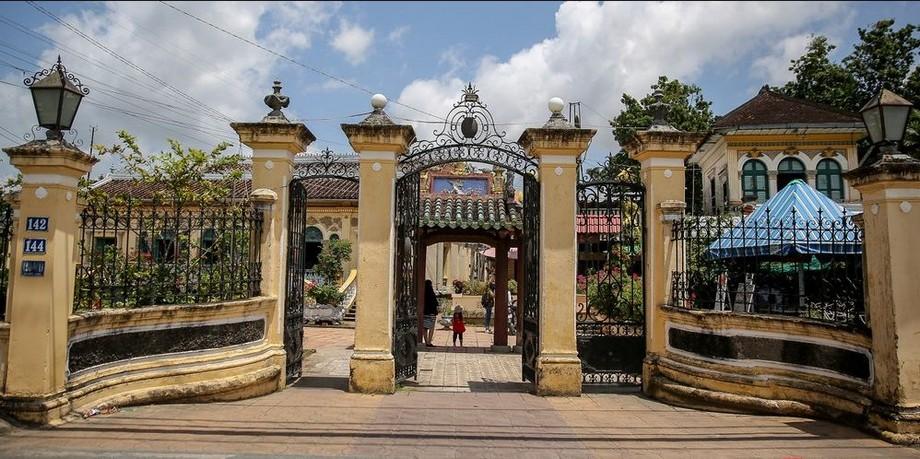 Cổng nhà thờ họ Dương - Cần Thơ
