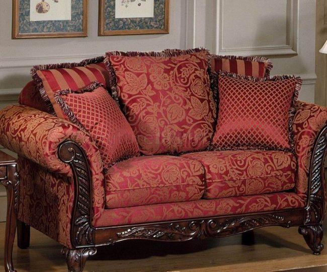 sofa được bọc bằng vải gấm có ưu điểm là thoáng mát, mềm mại,
