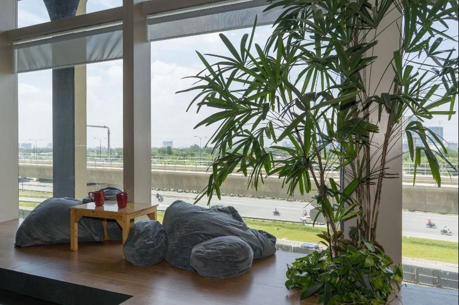 Khu vực thư giãn ngắm thành phố tại Toong coworking space quận 2