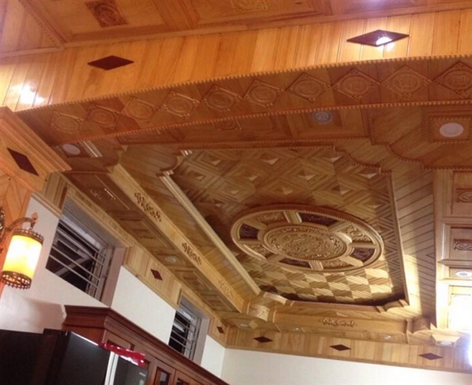 Mẫu trần nhà gỗ xoan đẹp theo phong cách biệt thự, đẳng cấp