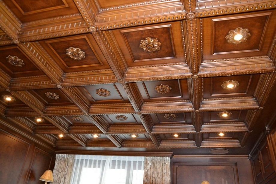 Trần nhà gỗ xoan đào có màu nâu cánh gián đẹp rất đặc trưng