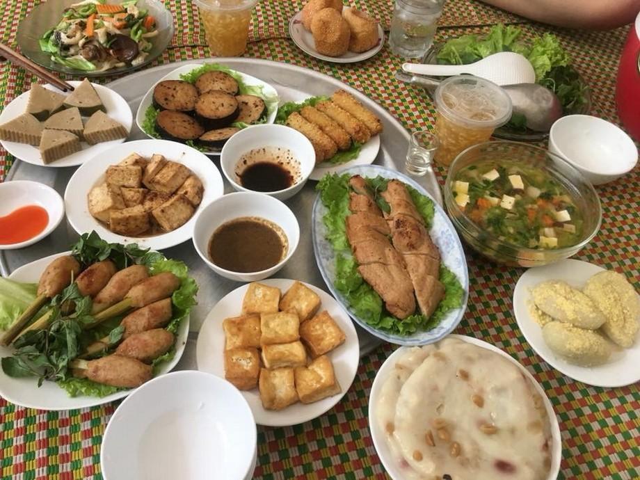 Chuẩn bi đầy đủ một mâm cơm cúng rằm tháng 7 chuẩn hương vị Việt