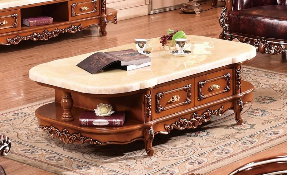 Mẫu bàn trà tân cổ điển kiểu dáng mềm mại với mặt đá màu sáng kết hợp với thân màu nâu trang trí hoa văn tinh xảo