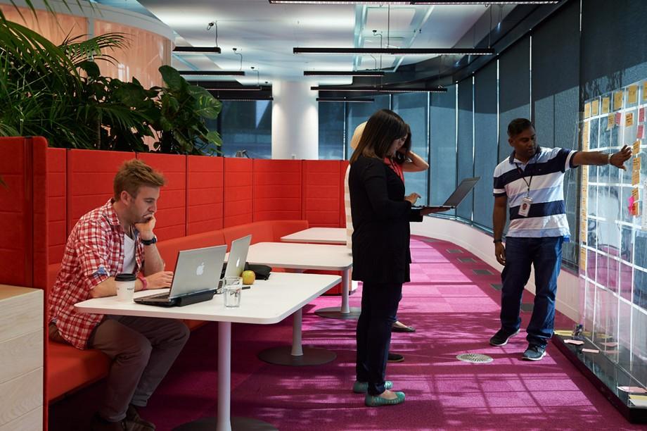 không gian làm việc chung đẹp như một bức tranh thủy mặc
