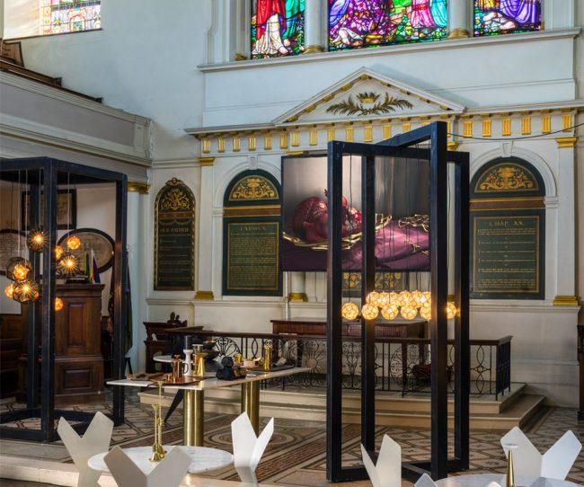 Nhà thờ được thiết kế thành không gian làm việc chung cowoking space đẹp kỳ ảo