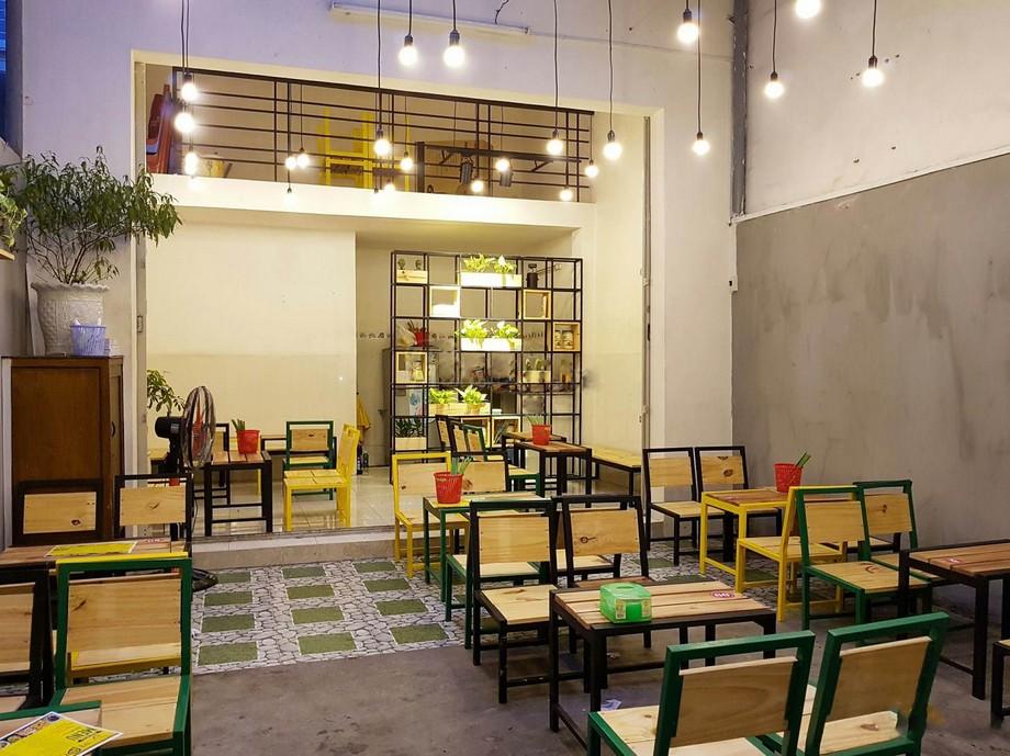 Mẫu bàn ghế quán ăn vặt gỗ