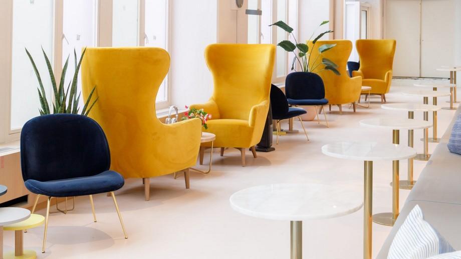Hàng ghế màu vàng đậm cực kỳ lãng mạn bên khung trời ngập nắng