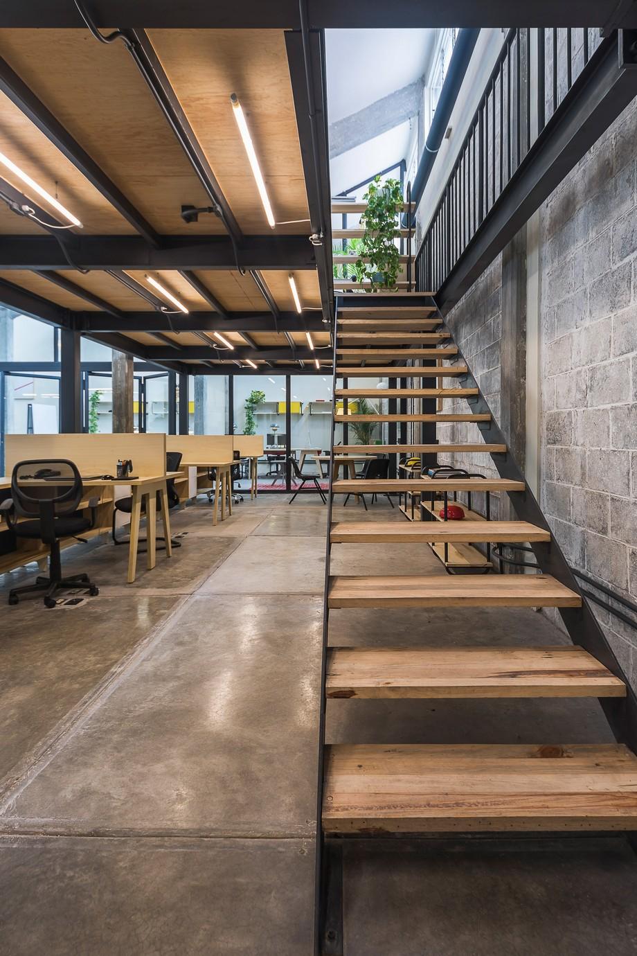 Thiết kế không gian làm việc chung được tái chế từ nhà máy cũ