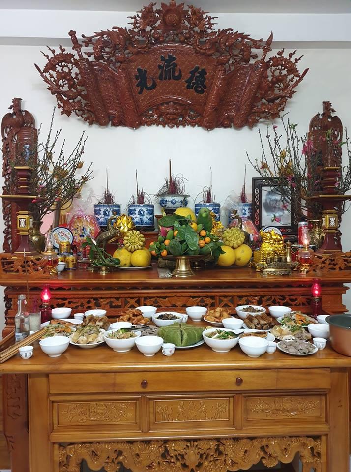 Bát hương trên bàn thờ