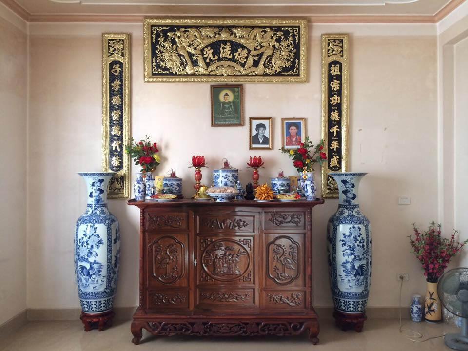 Khái niệm chóe trên bàn thờ
