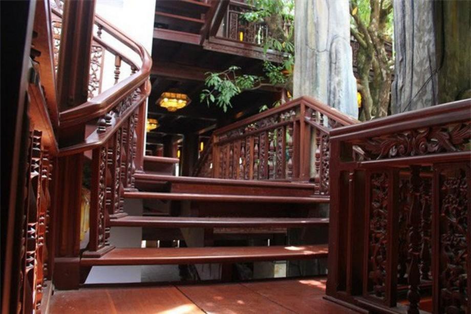 Nhà gỗ đẹp ở Hà Tĩnh với nhiều bậc thang gỗ