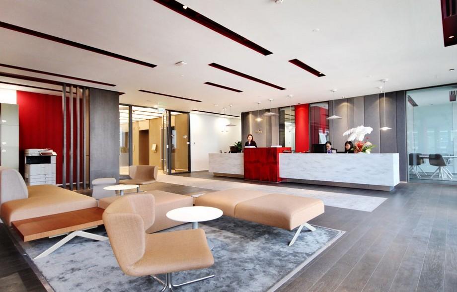 Thiết kế cowking space màu đỏ đô ấn tượng sắc nét