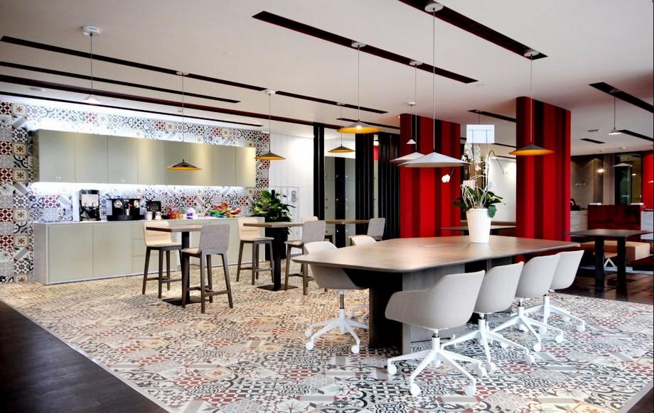 Thiết kế khu vực pantry họa tiết gạch bông ấn tượng của văn phòng ảo RegusDeutsches Haus