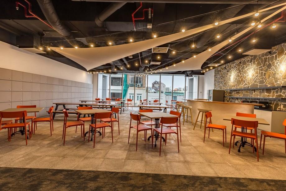 Khu vực ăn uống tại UP Coworking space Bách Khoa HCM