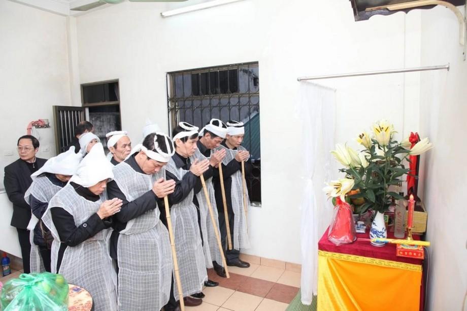 Bàn thờ đám ma được lập trong đám ma người nhà mất