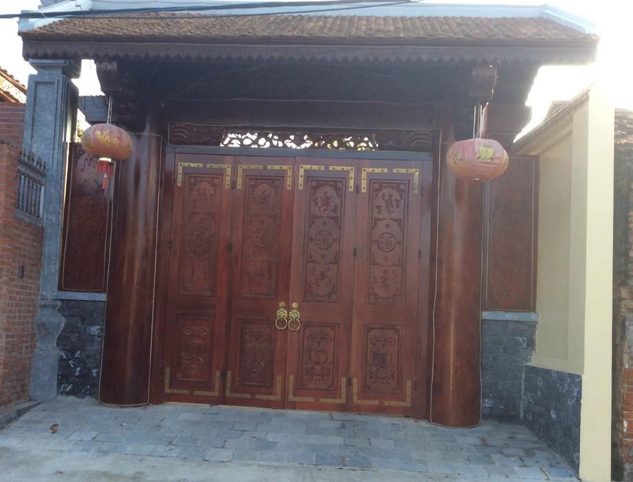 Cổng nhà gỗ đẹp 4 cánh với các chi tiết chạm chỗ tinh xảo