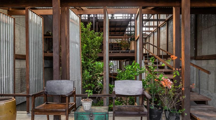 Việc bố trí cây xanh đan xen trong các không gian của nhà gỗ đẹp nhất An Giang này giúp làm giảm nhiệt đáng kể