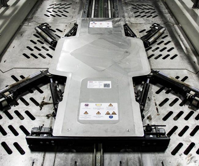 bai-xe-thong-minh-tu-dong-bang-robot-lon-nhat00003