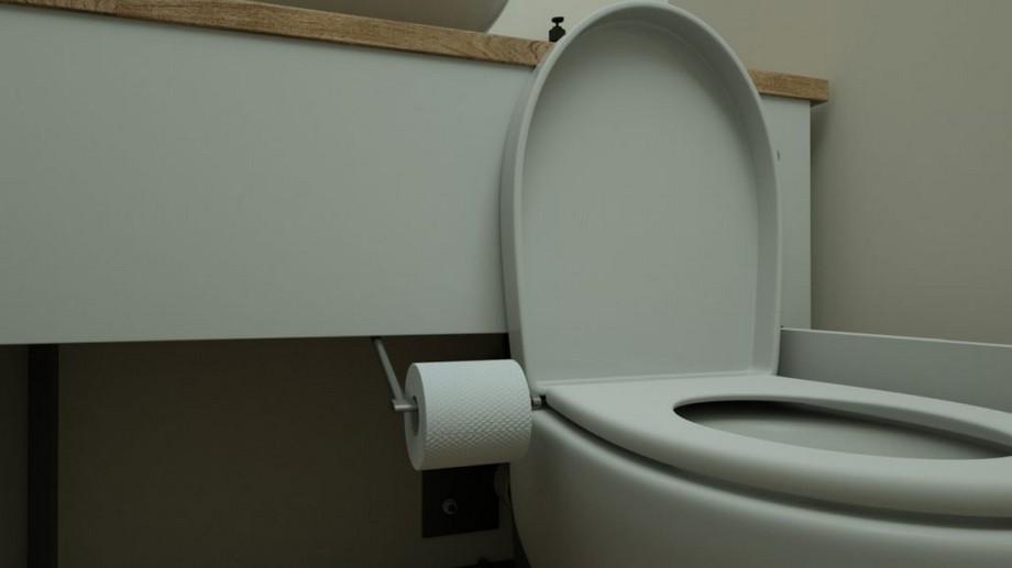Mẫu bồn cầu ẩn thông minh với thiết kế cuộn giấy vệ sinh đi kèm giúp giấy tránh bị nước bắn vào