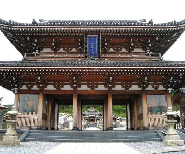 Cổng chùa Nhật Bản