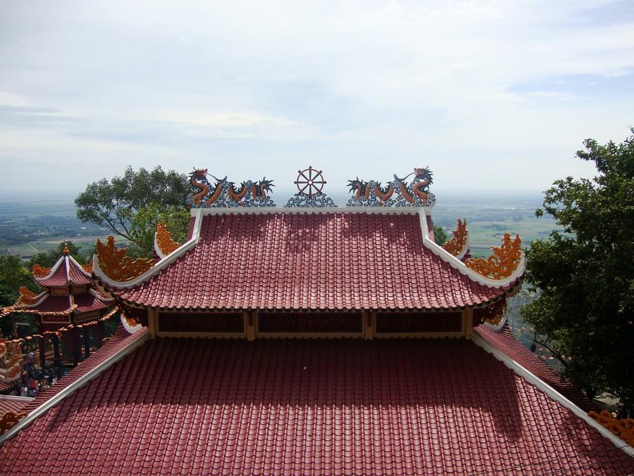 Mái chùa đẹp tại chùa Bà tại khu du lịch núi Bà Đen