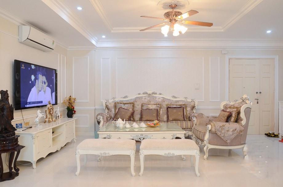 Thiết kế nội thất phòng khách chung cư tân cổ điển 100m2 với các đường nét nội thất uốn lượn tinh tế