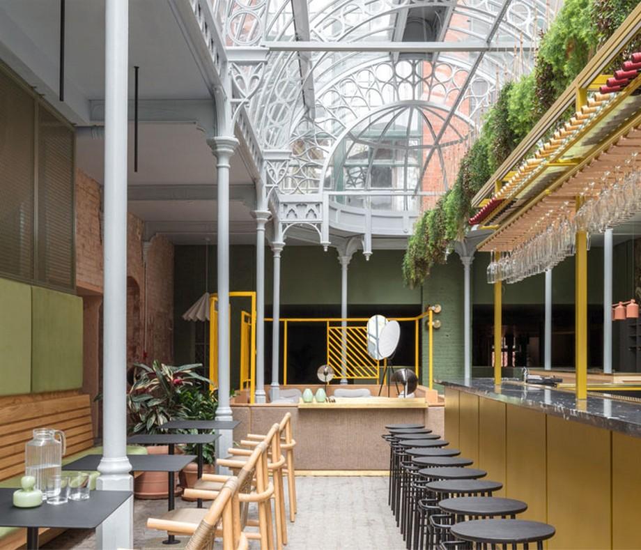 Thiết kế nội thất coworking space tại Anh với mái vòm màu trắng mang hơi hướng phong cách Victorian thế kỷ 19
