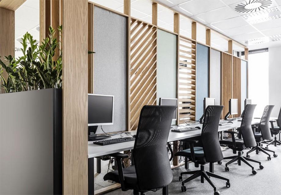 Thiết kế nội thất văn phòng tại Ba Lan sử dụng tấm vách gỗ cao kịch trần thú vị