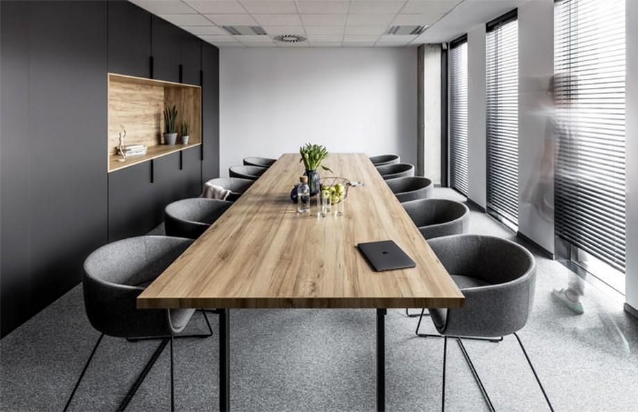 Thiết kế nội thất văn phòng tại Ba Lan với không gian phòng họp đơn giản, thân thiện
