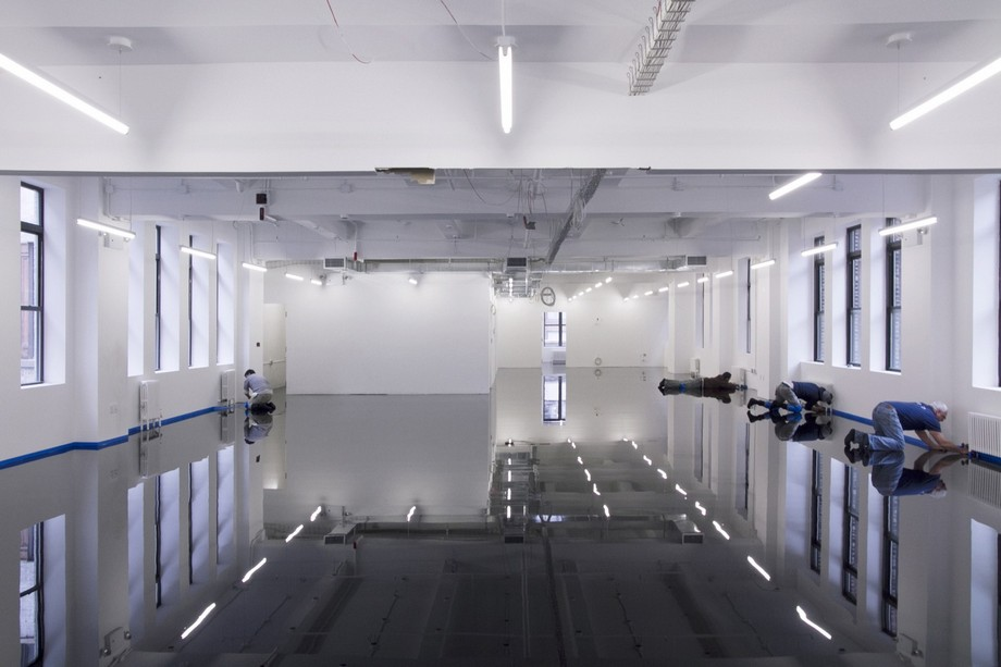 Thiết kế sàn nhà văn phòng soi gương