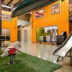 Thiết kế văn phòng coworking space thân thiện với thú cưng làm từ vật liệu container