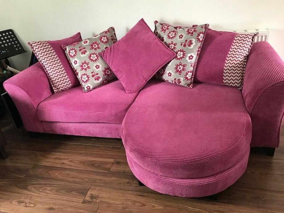 Ghế sofa góc này có kích thước khá nhỏ, thích hợp với phòng khách nhỏ xinh