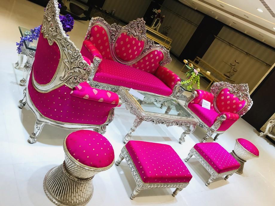 Mẫu ghế sofa tân cổ điển với màu sắc ấm áp tươi hồng