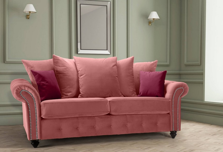 Màu ghế sofa hồng này đậm hơn màu ghế trên nhưng về phong cách khá tương đồng